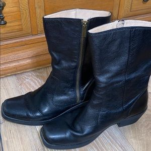 BOGS 9.5 40 Black Boots Leather WATERPROOF Mid